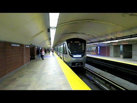 lundi le 30 octobre 2017 Sortie métro de Montréal STM ligne 2 orange station Henri Bourassa