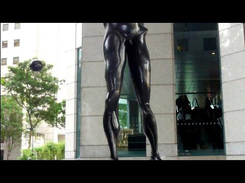 Sculptures : Homage To Newton By Salvador Dalí / Bird, 1990 By Fernando Botero @ UOB Plaza Singapore