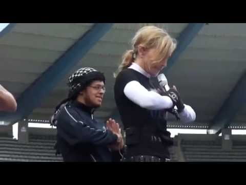 Madonna amazing soundcheck MDNA Brussels 2012