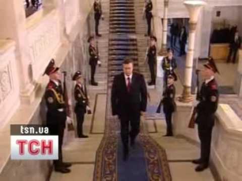 В Раде Януковича чуть не ударило дверями
