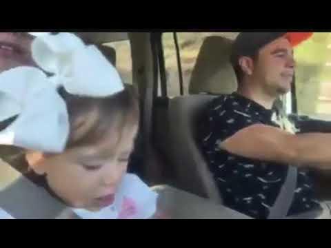 Bebé cantando culon culito