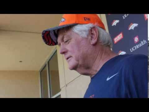 Wade Phillips listens to Drake