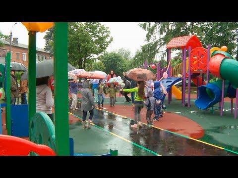 На фото В Лесхозе открыта современная детская площадка изображение