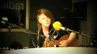 Wallis Bird - I am so tired of that line - solo acoustic Version