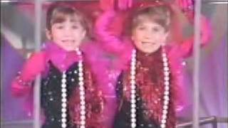 Young Mary-Kate & Ashley Singing: Identical twins