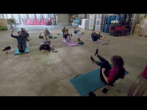 Rage Yoga: lo yoga che ti rilassa con le imprecazioni e l'alcol
