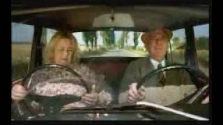 Babča dělá, že řídí