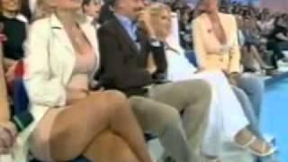 Repeat youtube video CARMEN RUSSO SENZA MUTANDE