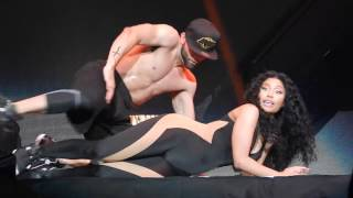 Drake and Nicki Minaj Get Freaky On Stage