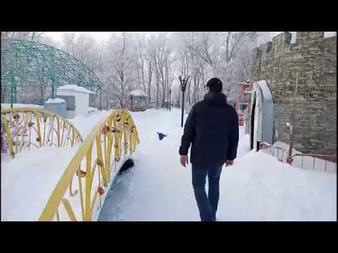 Зима, Ледовый дворец, массовые катания. Жилой дом в городе Лиски Воронежская область.