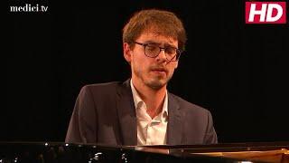 Lucas Debargue - Schumann: Carnival Jest from Vienna, 4. Intermezzo (Mit grösster Energie)