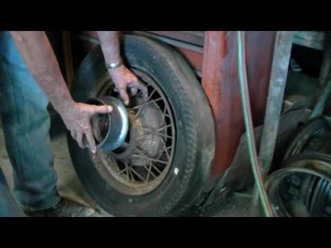Ernie Adams builds spoke wheels for Dwarf 34 Ford