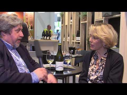 Valeria Agosta al Vinitaly 2018 presenta il vino Etna Doc Bianco, Mofete Bianco di Palmento Costanzo.