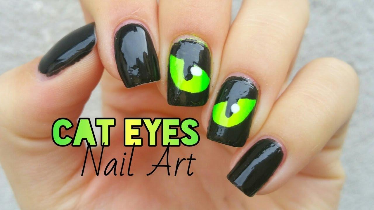 spooky eyes nail art halloween