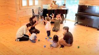 音楽室ココントア リトミック1〜2歳のクラスの様子です。 <リトミッ...