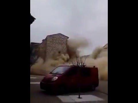 S'ensorra el campanar de l'església de Sant Pere de Rosselló