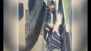 Sokağa çıkma yasağı denetimlerinde esnafı tokatlayan polis, görevden alındı