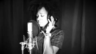 The Black & White Sessions : Nayanna Holley