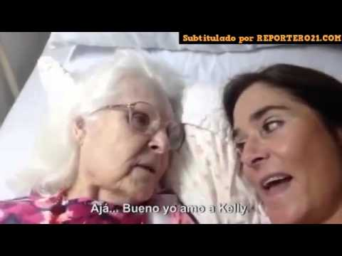 Trató De Recordarle A Su Madre Con Alzheimer Quién Era Ella  Y Entonces, Pasó Algo Maravilloso