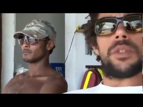 Ile de la Réunion - Un requin, surf qui peut !