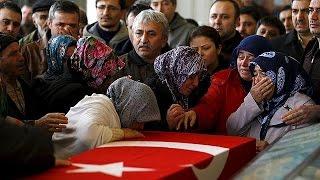 أنقرة تشيع جنازة ضحايا الهجوم الدموي وسط أجواء من الخوف والقلق