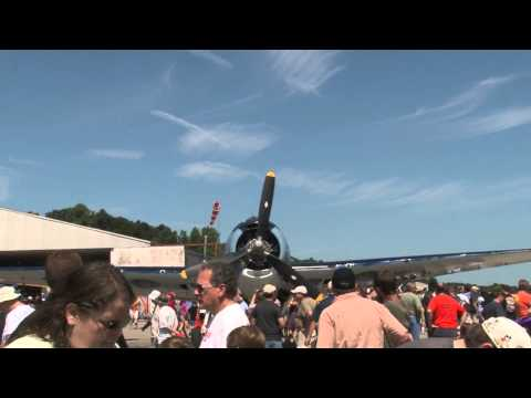 2013 New Garden Airshow - North American T-6 Texan Flight