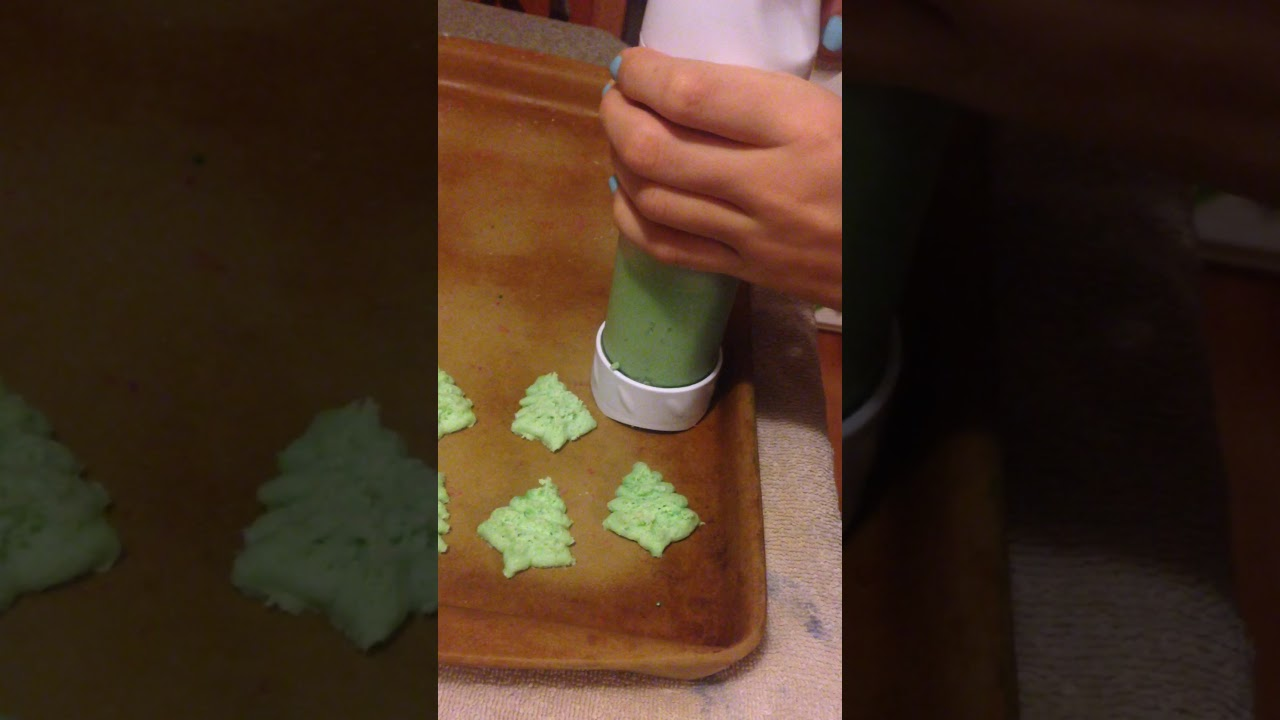 Christmas Tree Spritz Recipe How To Use A Cookie Press
