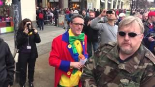 AfD Demo Berlin ZDF Clown verliert Perücke
