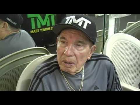 Rafael Garcia remained calm after Floyd Mayweather's cut