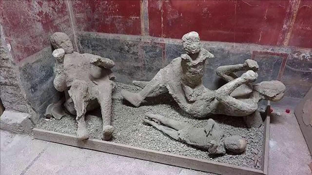Taş Kesilen İnsanlar Pompei - YouTube