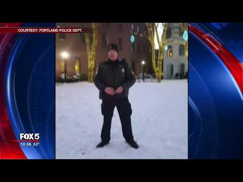 Police officer singing Christmas carol goes viral