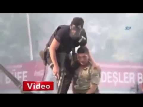 ABi ANNEM GÖRMESİN Türk Askerine yardım eden Polis