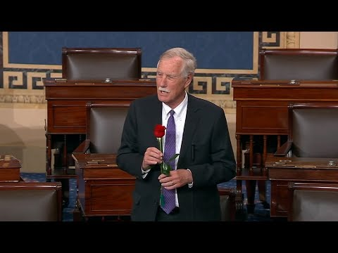 Angus King Gives Susan Collins A Rose After Her 7,000th Senate Vote