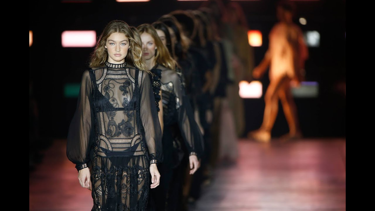 new product 20810 99b69 Alberta Ferretti Spring Summer 2019 Fashion Show