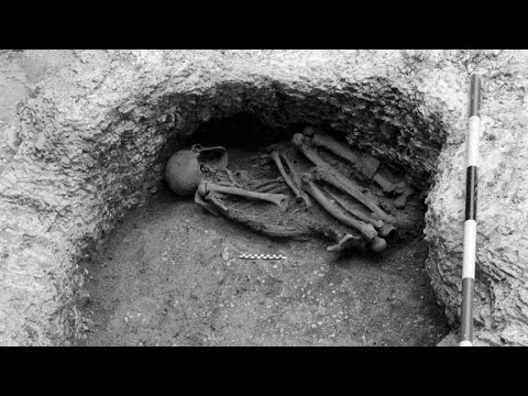 An Iron Age Pit is Stuffed with 25 Victims of Human Sacrifice