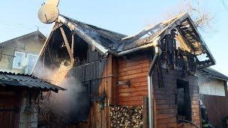 Пожежа у Коломиї: чоловіка з палаючого будинку врятували перехожі