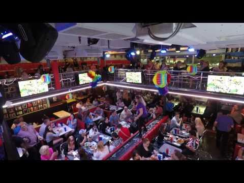 Ellen's Stardust Diner Performs