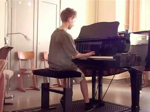 Musikschule Klavier: 2006: Julian (11) nach nur 6 Monaten Klavierunterricht (Mozart)