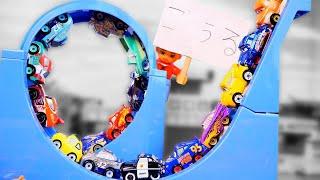 カーズ ディズニー ミニミニカーズが回転コースでレース! Disney Cars Race on a rotating course
