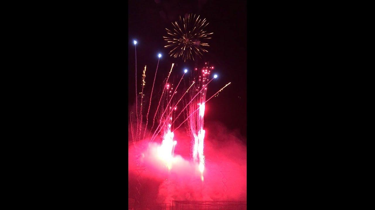 Insane single fuse front yard finale! 40+ Phantom fireworks cakes used