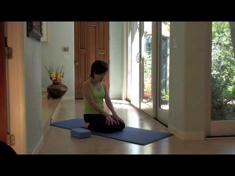 easy yoga  quadricep stretch 7 of 7  youtube