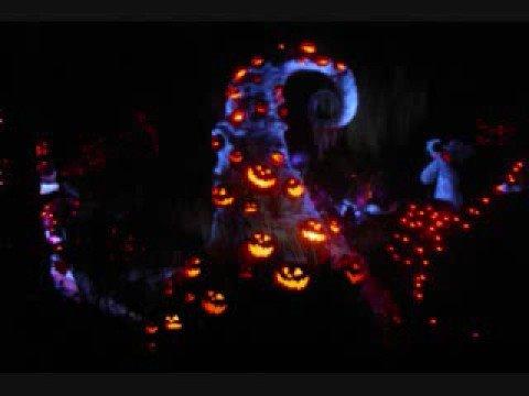 Haunted Mansion Holiday 2001/2002 - Graveyard BGM