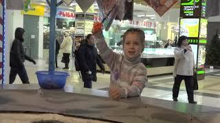 Детская магнитная рыбалка в ТРЦ часть 1 видео для детей
