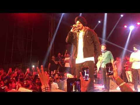 Download Lagu  Sidhu Moose Wala Live New Song Hathyar Chittha Punjab University Mp3 Free