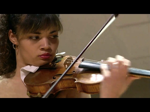 Violinist Annelle Gregory performs at the Sphinx Competition