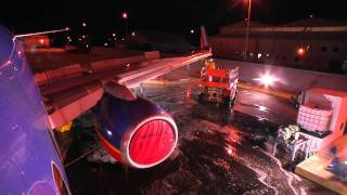 Southwest Airlines: How to Wash a Plane