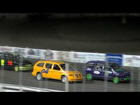 Nodak Speedway Soccer Mom Mini-Van Race (Motor Magic Night #1) (9/2/17)