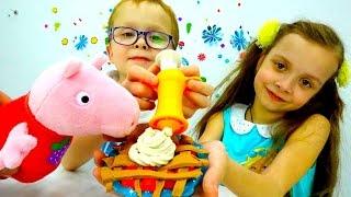 Видео игрушки про Свинку Пеппу - Пирог из ПлейДо