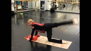 Анастасия Волочкова в Instagram «Эффективное упражнение для спины и ног 04.11.2015