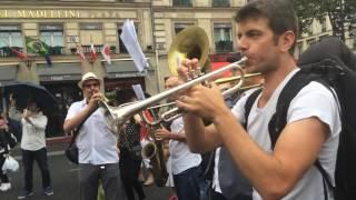 Baixar Banda francesa Grand Marabout toca